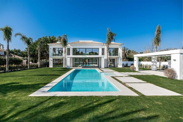 5 Bedroom, 5 Bathroom, Villa for Sale in Estepona