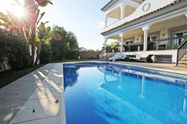 5 Bedroom4, Bathroom Villa For Sale in Montecarlo, Linda Vista, San Pedro de Alcantara