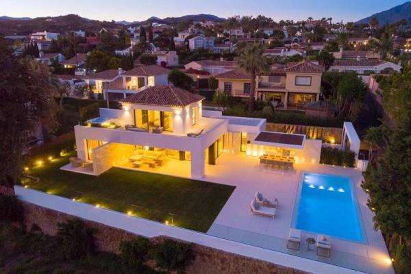4 Bedroom, 4 Bathroom, Villa for Sale in Casa Ana, Marbella