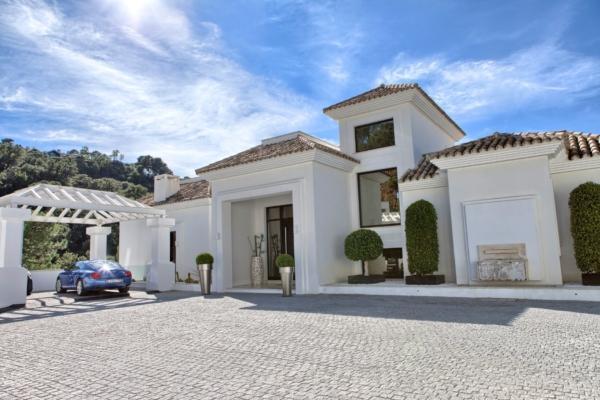 5 Bedroom5, Bathroom Villa For Sale in La Zagaleta, Benahavis