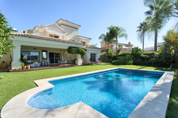 4 Bedroom3, Bathroom Villa For Sale in Benahavis