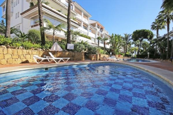 3 Bedroom2, Bathroom Apartment For Sale in Las Cañas Beach, Marbella Golden Mile