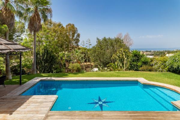 5 Bedroom4, Bathroom Villa For Sale in Elviria, Marbella