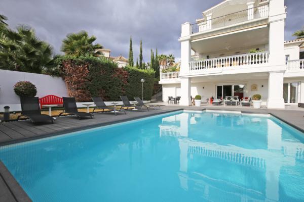 6 Bedroom4, Bathroom Villa For Sale in Nueva Andalucia, Marbella