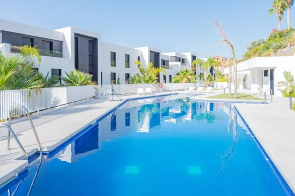 2 Bedroom, 2 Bathroom Apartment For Sale in Azahar de Marbella, Nueva Andalucia, Marbella