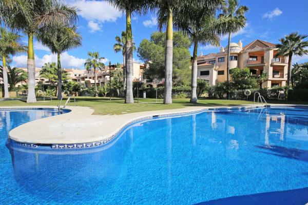 4 Bedroom, 4 Bathroom Penthouse For Sale in Las Mimosas, Marbella - Puerto Banus