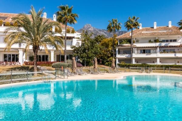 5 Bedroom5, Bathroom Apartment For Sale in Monte Paraiso, Marbella Golden Mile