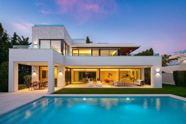 4 Bedroom, 4 Bathroom Villa For Sale in Casasola, Estepona