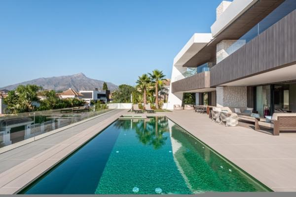 5 Bedroom5, Bathroom Villa For Sale in Nueva Andalucia, Marbella