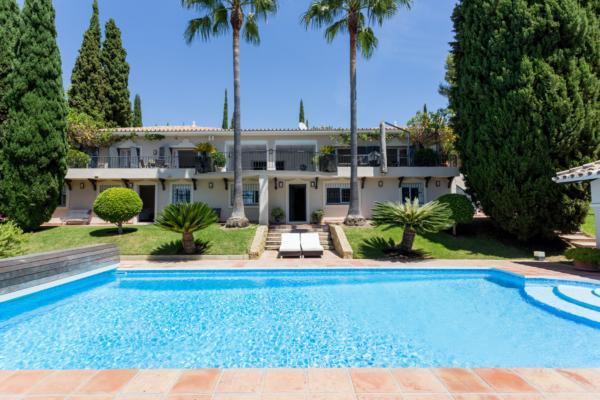 5 Bedroom5, Bathroom Villa For Sale in Puerto del Almendro, Los Almendros, Benahavis