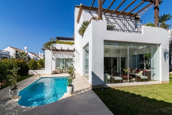 5 Bedroom5, Bathroom Villa For Sale in Altos de Salamanca, Marbella Golden Mile