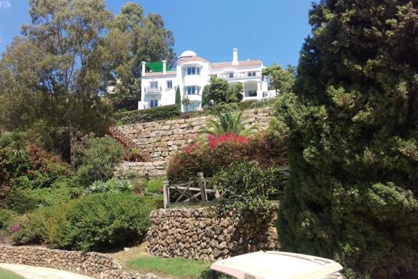 5 Bedroom6, Bathroom Villa For Sale in La Quinta, Benahavis