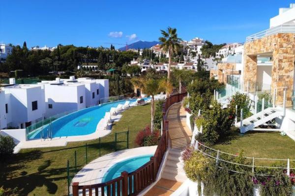 3 Bedroom, 2 Bathroom, Villa for Sale in Lomas de Puente Romano, Marbella Golden Mile