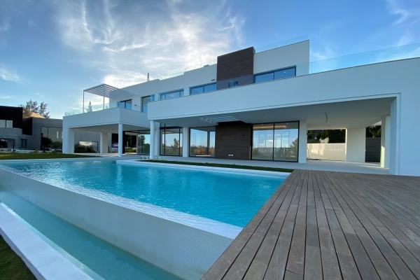 5 Bedroom4, Bathroom Villa For Sale in La Quinta, Benahavis