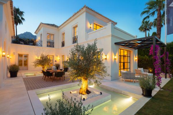 5 Bedroom, 6 Bathroom Villa For Sale in Marbella