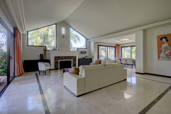 5 Bedroom6, Bathroom Villa For Sale in Marbella