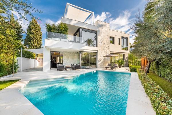 5 Bedroom, 5 Bathroom Villa For Sale in Casablanca, Marbella Golden Mile