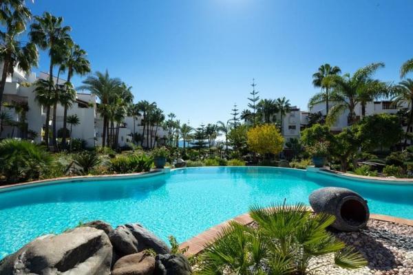 3 Bedroom, 3 Bathroom Apartment For Sale in Marina Puente Romano, Marbella