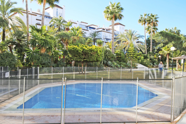 3 Bedroom, 3 Bathroom Apartment For Sale in Las Gaviotas, Marbella