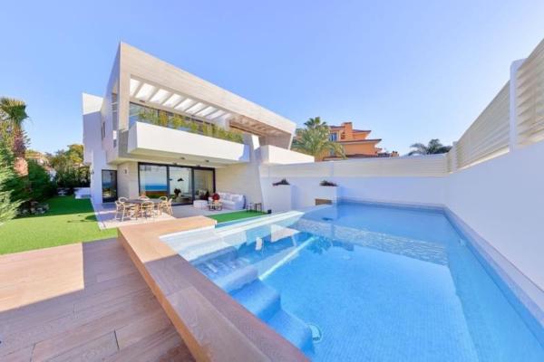 3 Bedroom, 4 Bathroom, Villa for Sale in Marbella - Puerto Banus