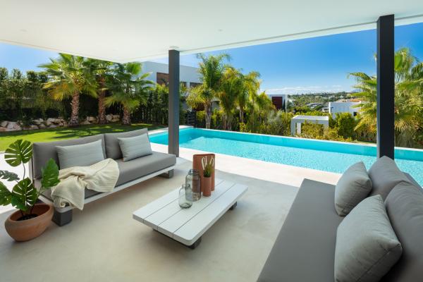 5 Bedroom, 5 Bathroom Villa For Sale in Los Olivos, Nueva Andalucia