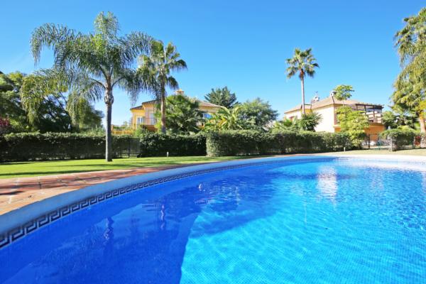 5 Sovrum, 5 Badrum Villa Till Salu i Los Naranjos Golf, Nueva Andalucia, Marbella