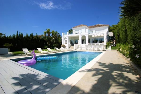 5 Bedroom, 5 Bathroom Villa For Sale in Las Brisas, Marbella
