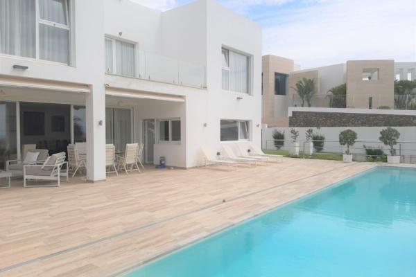 4 Bedroom, 3 Bathroom Villa For Sale in La Quinta, Nueva Andalucia