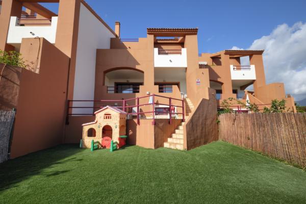 3 Bedroom, 2 Bathroom Villa For Sale in Los Jaralillos, Benahavis