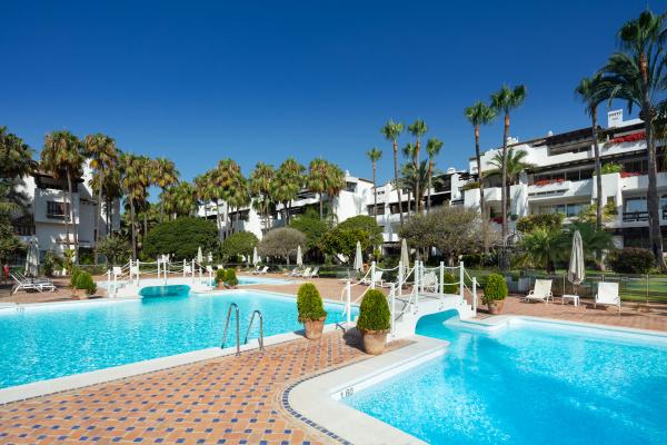 4 Bedroom, 4 Bathroom Penthouse For Sale in Puente Romano, Marbella Golden Mile